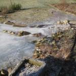Als de waterloop bevriest kan de pomp de vijver leeg pompen.